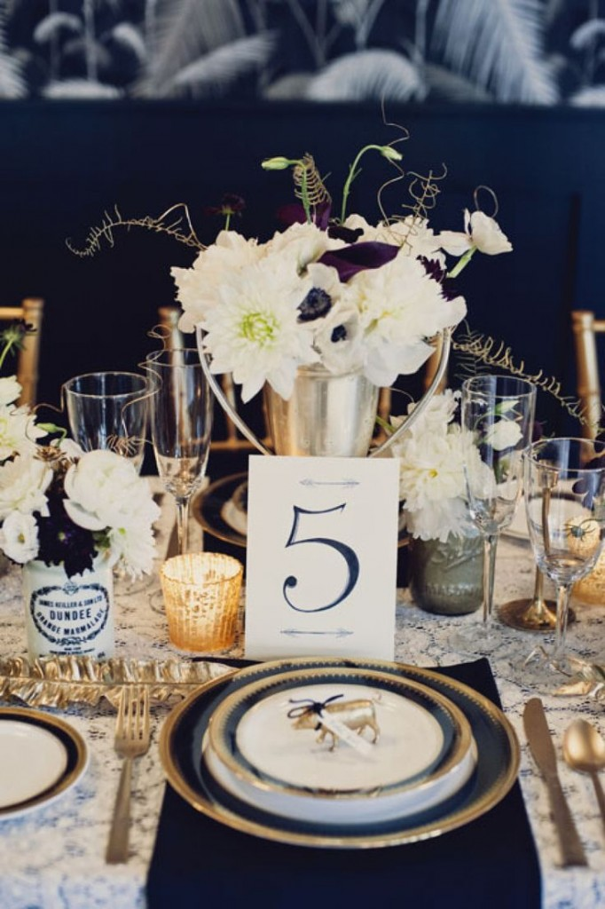 Table decoration photo by Khaki Bedford Photography + Jonica Moore Gallery via stylemepretty.com